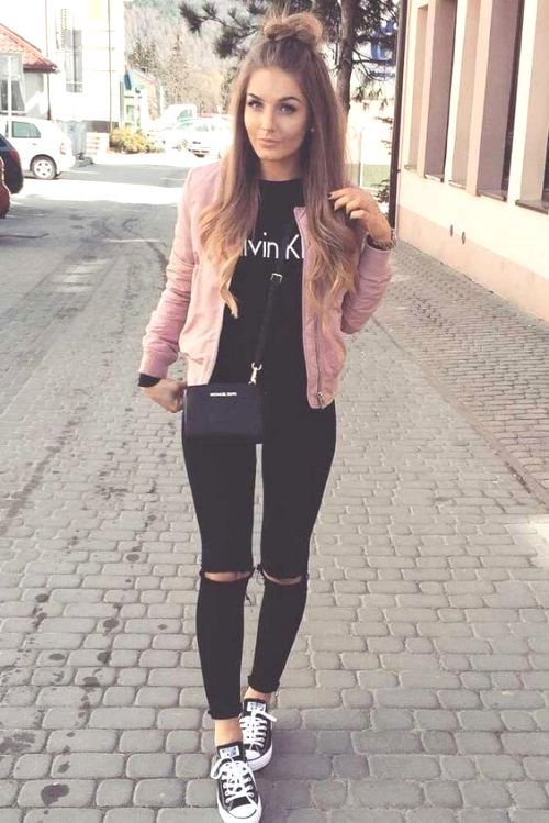 girls wear Skinny Jeans with Graphic Tee for casual Night Out for college party outfit