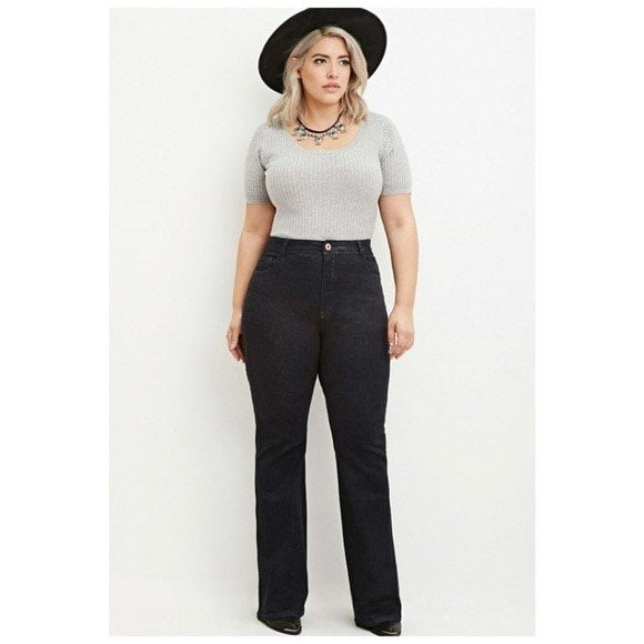 How to Style With Plus Size Flare Jeans,Plus size black flare jeans, grey t-shirt with flare jeans