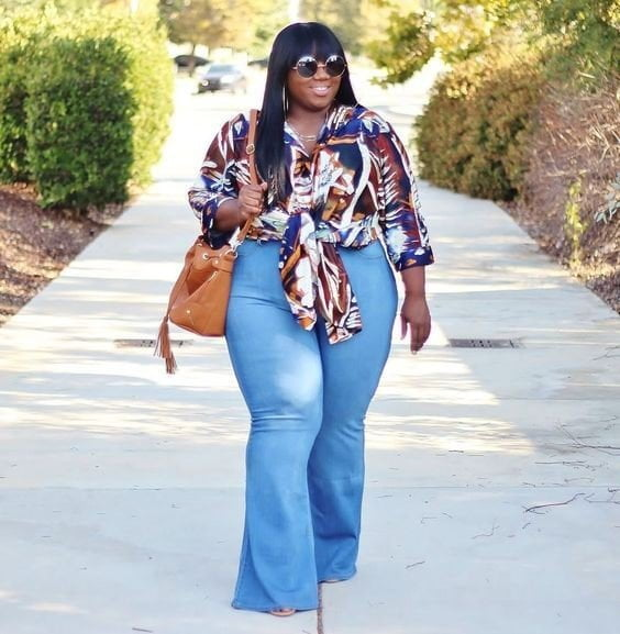 How to Style With Plus Size Flare Jeans,printed shirt,flare jeans